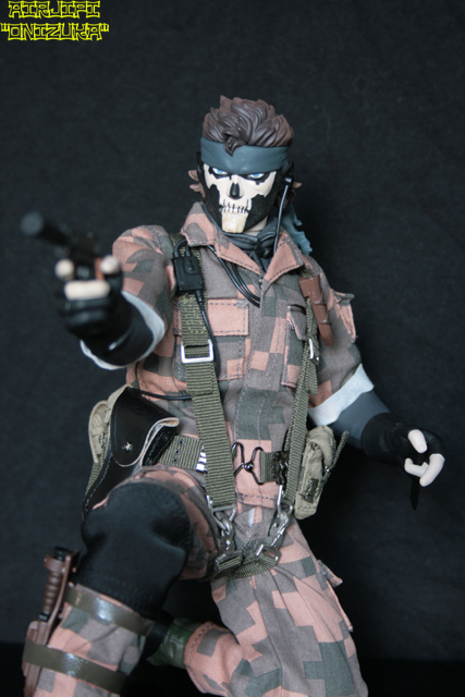 METAL GEAR SOLID 3 - SNAKE SQUARE CAMOUFLAGE VER. ( RAH-226 ) MGS%20-%20snake%20-%20009%20-%20square%20camou