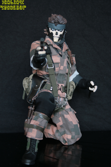 METAL GEAR SOLID 3 - SNAKE SQUARE CAMOUFLAGE VER. ( RAH-226 ) MGS%20-%20snake%20-%20010%20-%20square%20camou